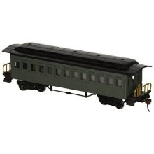 Bachmann Industries 1860 - 1880 Passenger Cars - Coach - Painted, Unlettered Green (HO Scale)